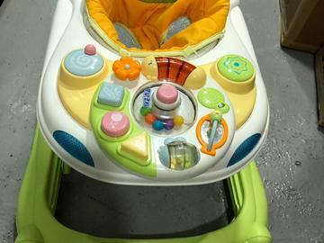 Selling: Weina baby walker