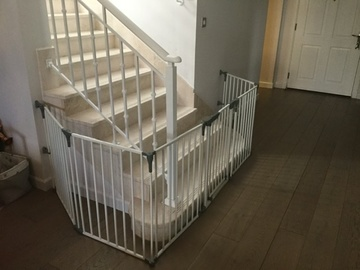 Selling: Stair Gate