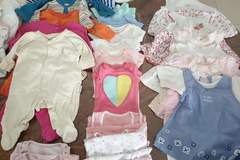 Selling: baby girl cloths from 0 to 6 months