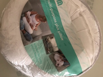 Selling: Mothercare breastfeeding pillow