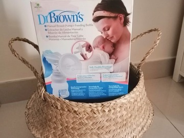Selling: Dr Brown's Manual Breast Pump Set