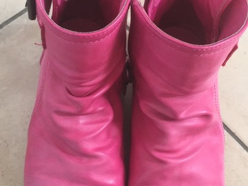 Selling: Pink boots size EUR 28