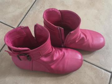 Selling: Boots for kids