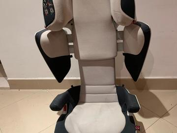 Selling: Concord transformer XT carseat(Up to 12 years)