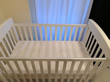 Selling: Giggles bed