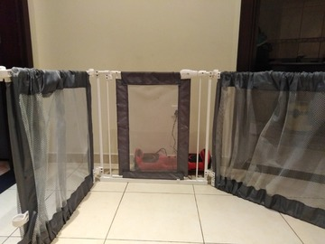 Selling: Baby gate