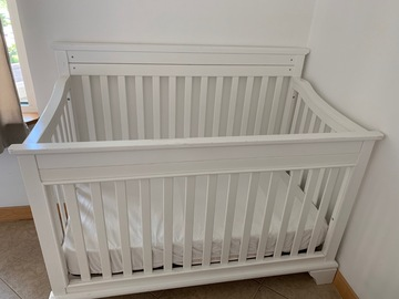 Selling: Bed crib with mattress