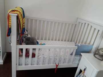 Selling: Pottery Barn 4in1 convertible crib
