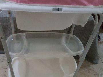 Selling: Changing table+bath tub