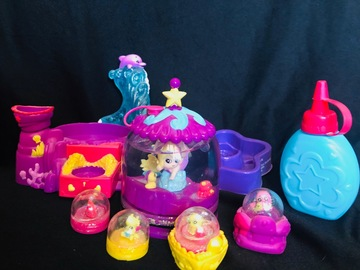 Selling: Glitzing Globes Mega Dome Treasure Toy set